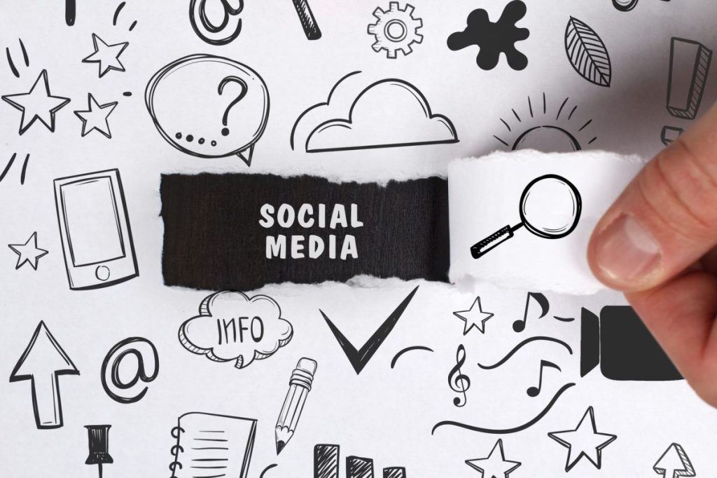 szkic z pomysłami na kampanie marketingowe, promocję i działania w social media