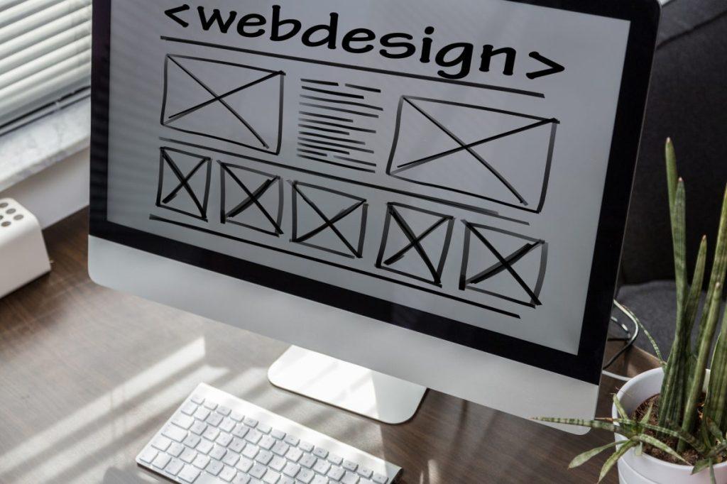 makieta na ekranie komputera pokazująca stronę www